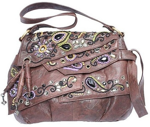 Пример машинной вышивки на сумке
