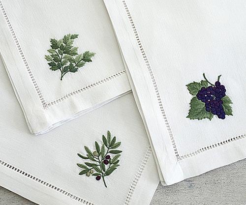 Пример машинной вышивки на салфетках